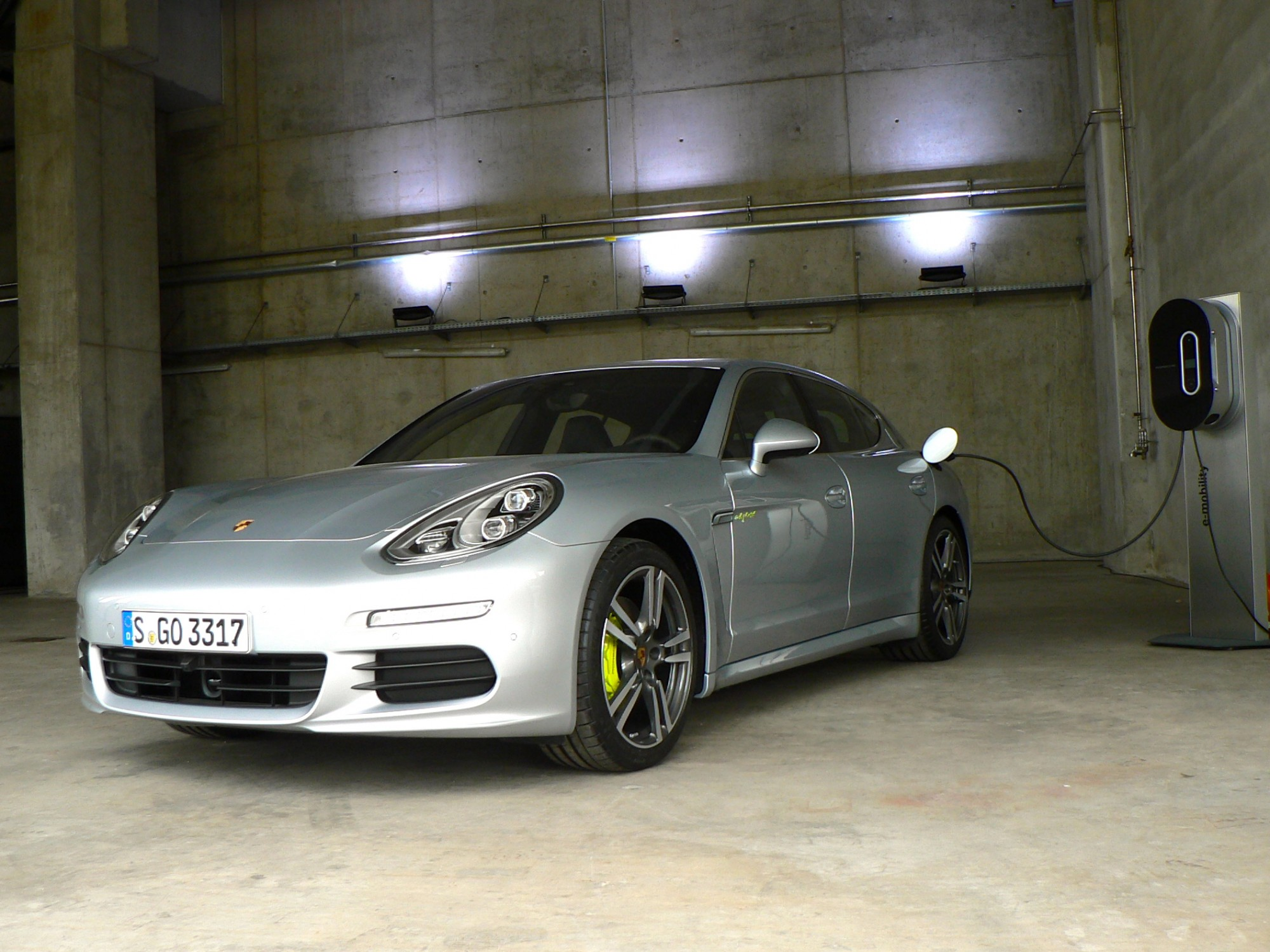 porsche panamera hybrid porsche assurance porsche prestige assurance. Black Bedroom Furniture Sets. Home Design Ideas