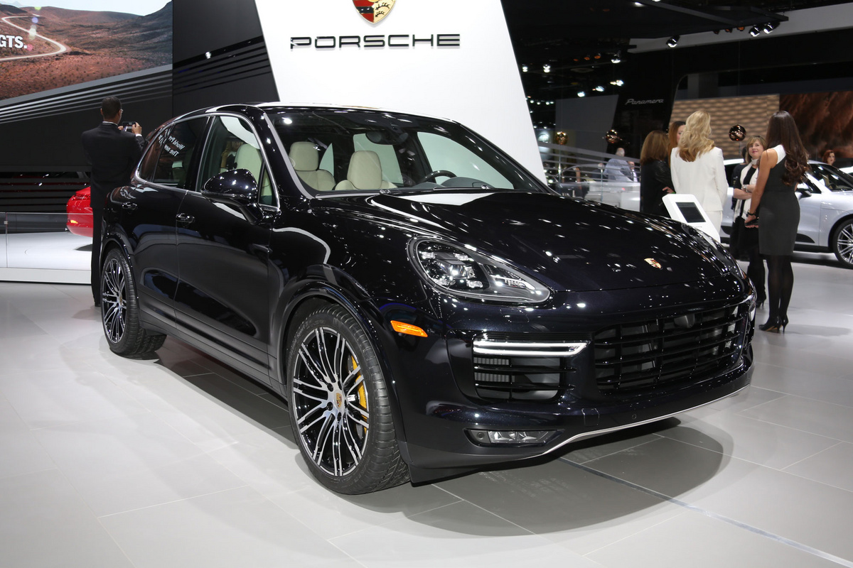 porsche cayenne turbo et turbo s porsche assurance porsche. Black Bedroom Furniture Sets. Home Design Ideas